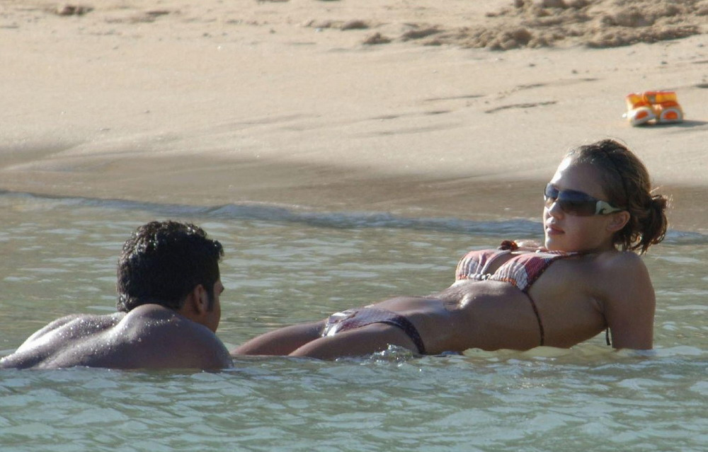 Jessica Alba sur la plage